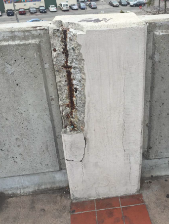 Picture of pilaster with concrete missing